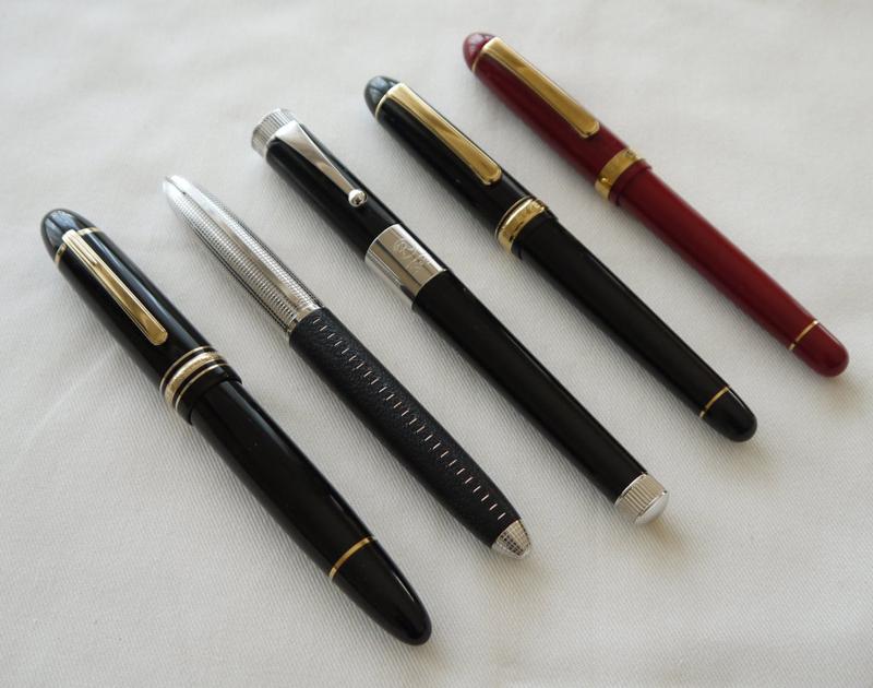 10万円クラスの海外製ブランド万年筆と比べても引けを取らないプラチナ(右端)