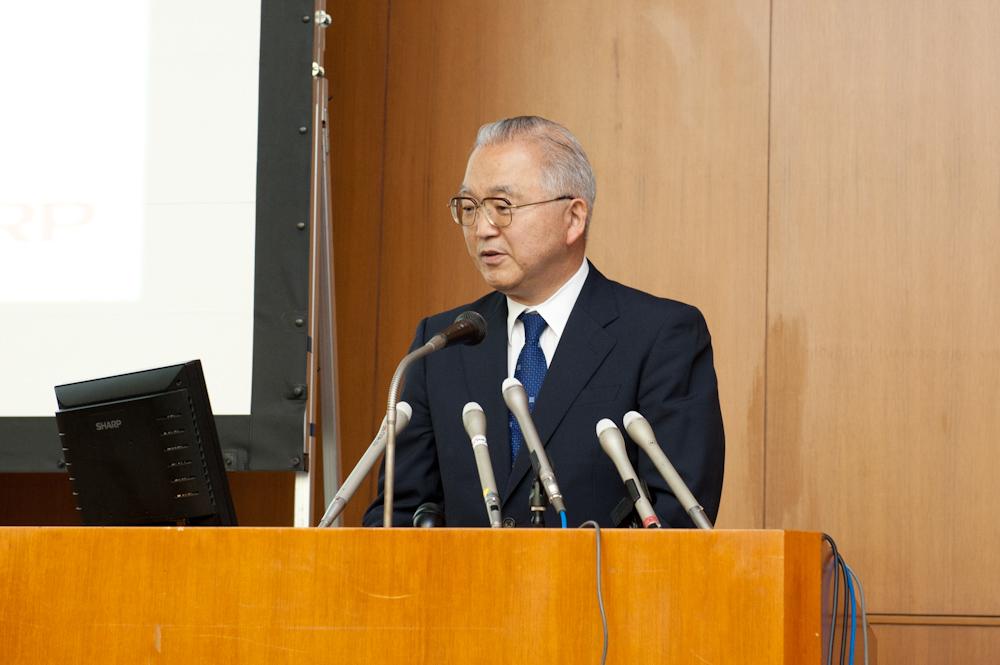 半導体エネルギー研究所 代表取締役社長の山崎舜平氏。IGZOの新技術の詳細を解説した