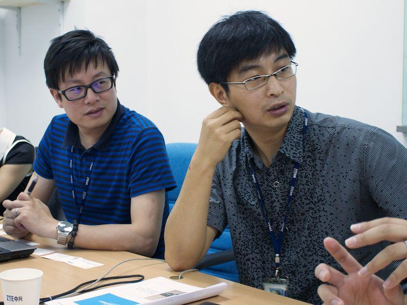 ZTEのGao氏(右)とChen氏(左)