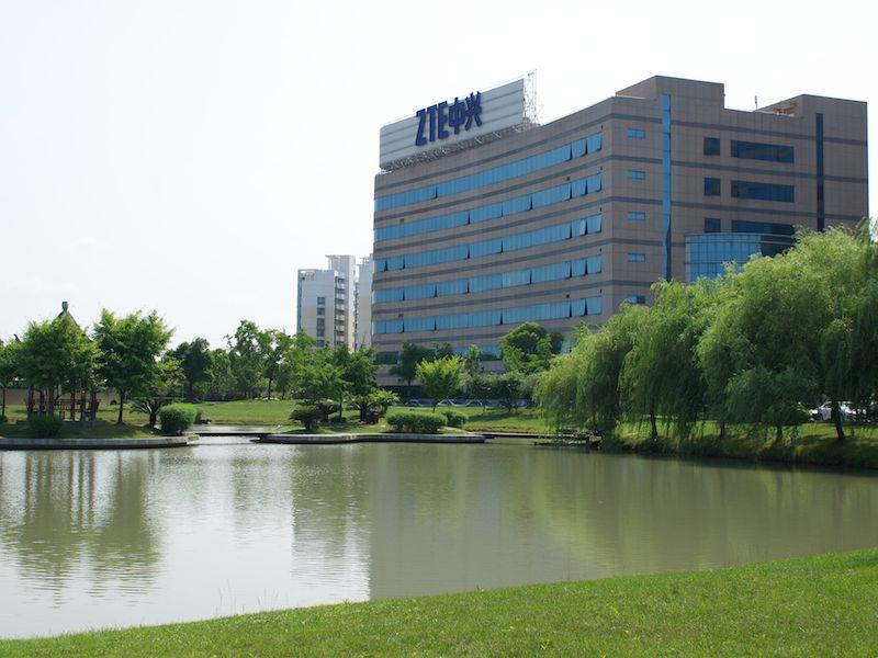 ZTEの上海R&Dセンターの一角。敷地内には建物が多数建っている