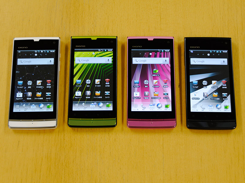 ホワイト、ブラック、ピンク、グリーンの4色展開
