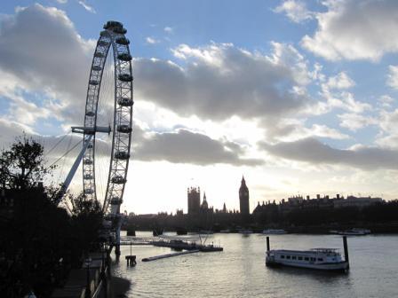 テムズ川とロンドンアイ(筆者撮影)