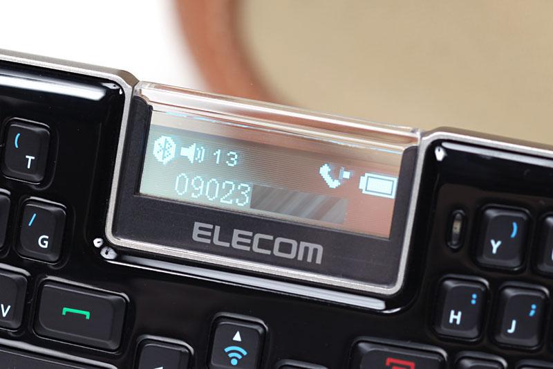 写真左から、電話がかかってきた様子、電話番号を入力している様子、発着信履歴を表示した様子。電話番号はオフフック(発話)ボタンを押してからキー入力する。10件まで保存される発着信履歴は、オフフックボタンを2度押せば表示され、上下カーソルボタンで選べる。