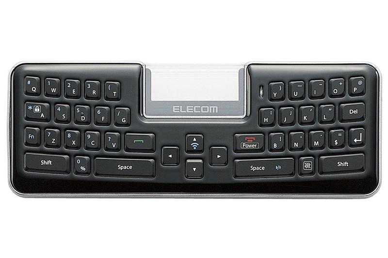 手のひらサイズキーボードとしても機能するMBD041。キー配列は少々特殊だが、キー自体は操作しやすい。なおMBD041はリチウムイオン電池を内蔵しており、PCのUSBポートなどにつなぐと充電できる。