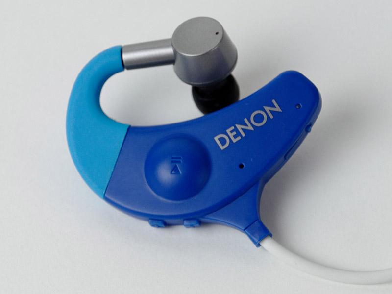 右側には再生・一時停止ボタン。このボタンは電源のオン・オフやペアリングにも用いる
