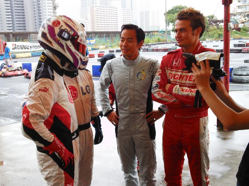 レーシングスーツをプーマに新調したLGマン1号、2号と山本左近選手(中央)、Kei Cozzollino選手(右)