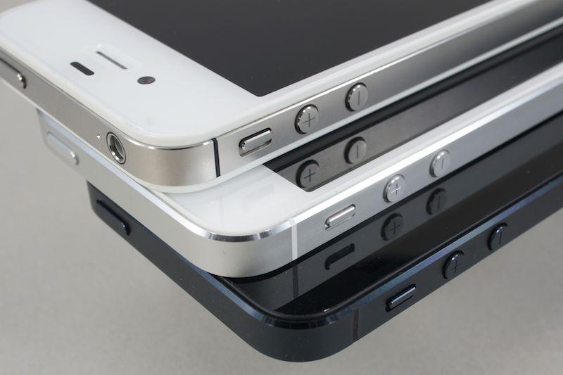上からiPhone 4S、iPhone 5(ホワイト)、iPhone 5(ブラック)