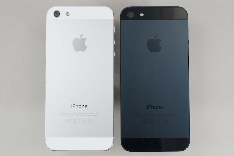 iPhone 5の背面。ホワイトとブラック