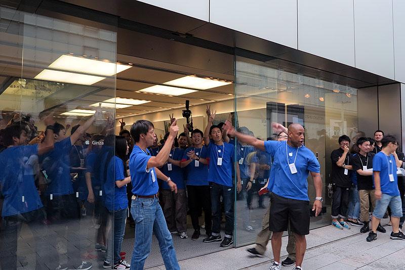9月21日発売のiPhone 5では店頭イベントも(写真は発売当日のアップルストア銀座)