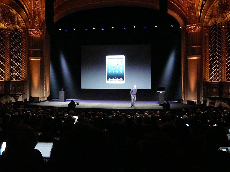 カリフォルニアシアターで行われた発表会の様子