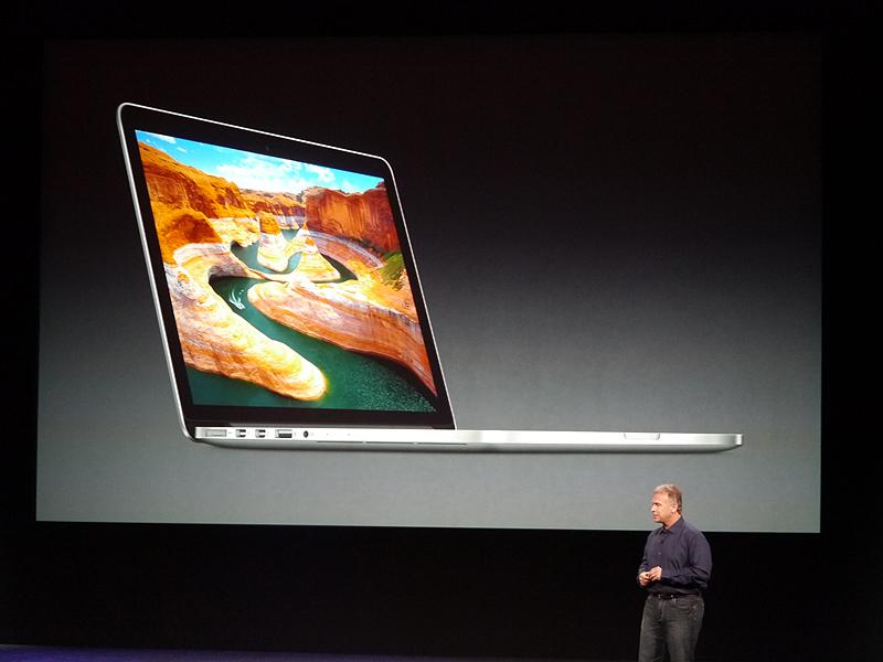 ここでフィル・シラー上席副社長が登壇し、13型Retinaディスプレイを採用したMacBook Proを発表
