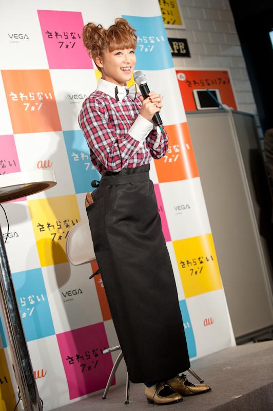 鈴木奈々が登場、トークショーを行った