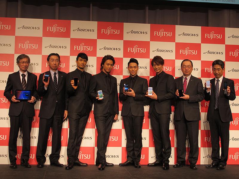 写真右から富士通の髙田氏、佐相氏、EXILEの4人。写真一番左がANTの坂田氏