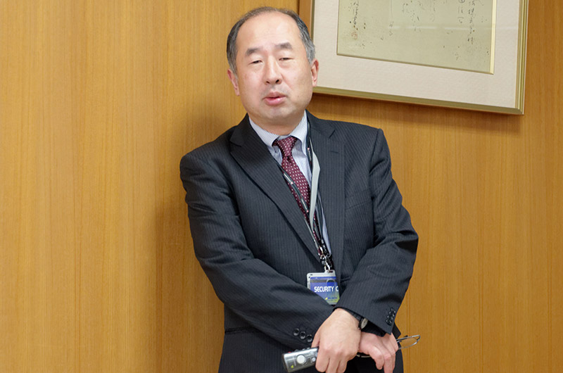 KDDI山口衛星通信センター センター長 河合 宣行氏がセンターの概要と衛星通信について解説を行った