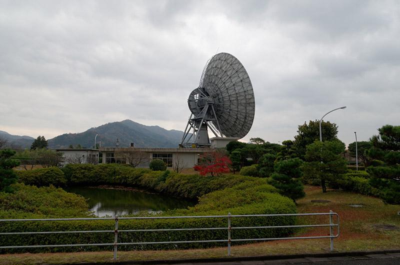 日本最大の衛星通信用パラボラアンテナ。直径は34mある