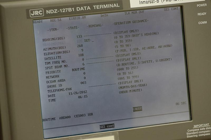 船舶の通信設備と同等の環境を模したもの。実際にインマルサットで接続し、9600bpsでデータ通信できる