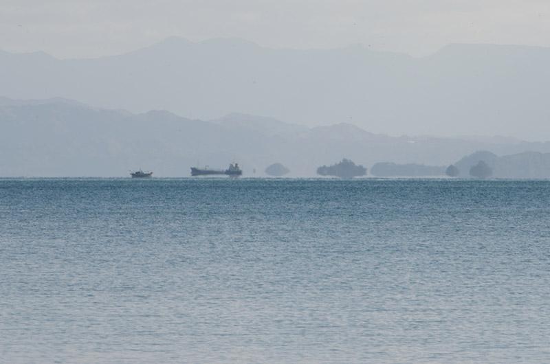 """日中にもかかわらず、瀬戸内海の冬の風物詩という""""浮島現象""""も見られた"""