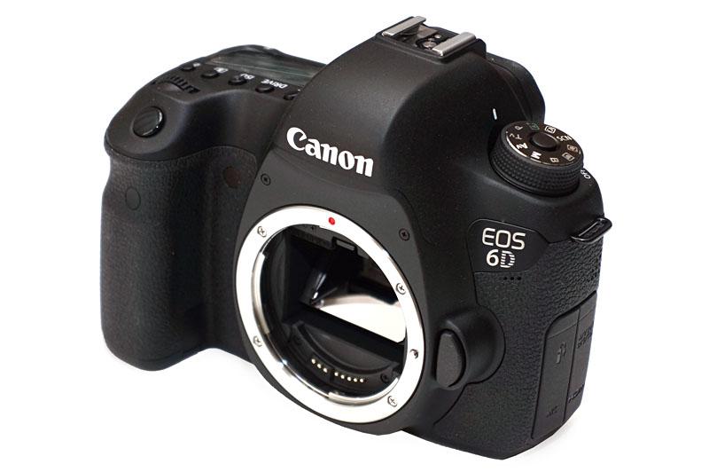 キヤノンの「EOS 6D」。35mmフルサイズセンサー搭載のデジタル一眼レフカメラとして世界最小・最軽量。実売価格は20万円以下。大注目のカメラですな。
