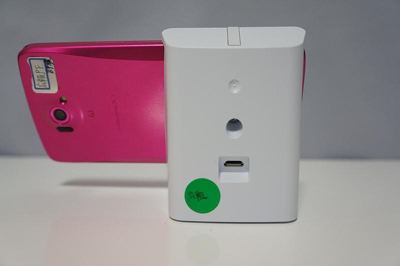 背面にMicro USBポート