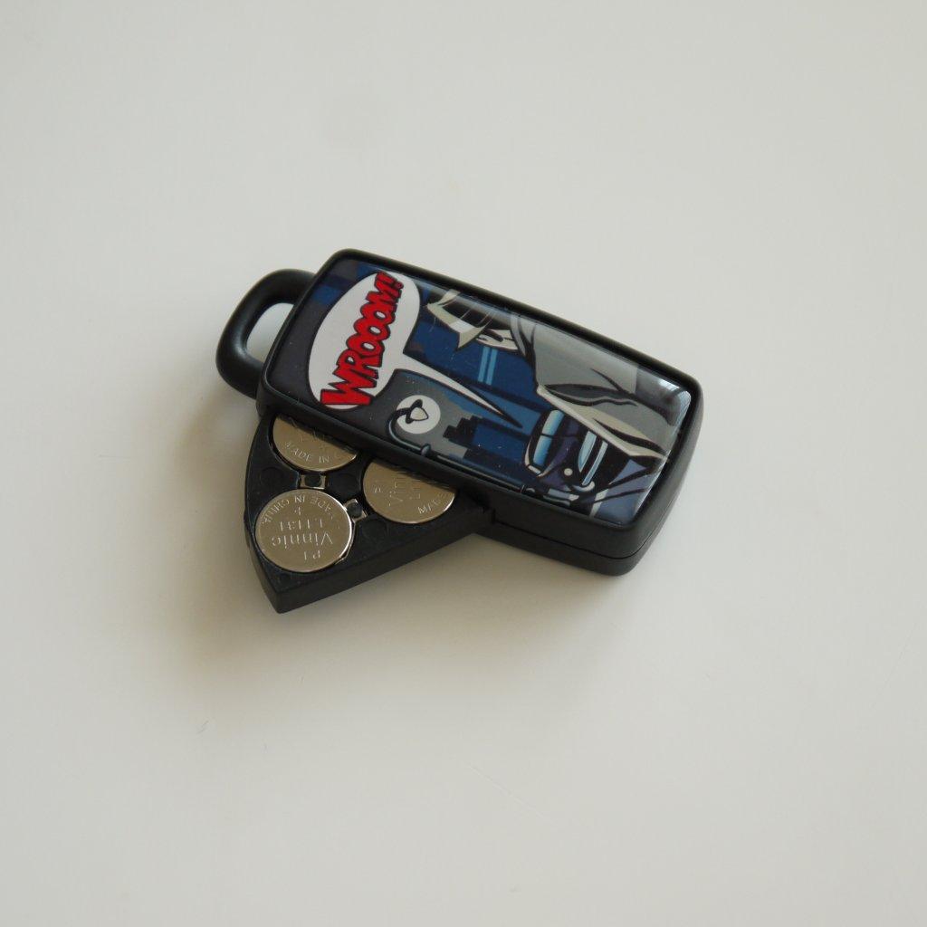 バッテリーはボタン電池3個を使用