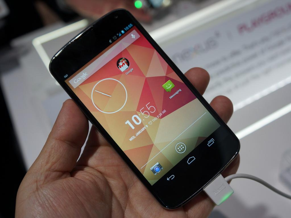 LGエレクトロニクスのブースでは米国でGoogleが販売する「NEXUS 4」が展示されていた。日本市場での発売も期待したいところだ
