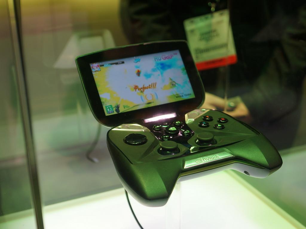 Tegra 4を搭載したAndroidプラットフォームの携帯型ゲームを開発