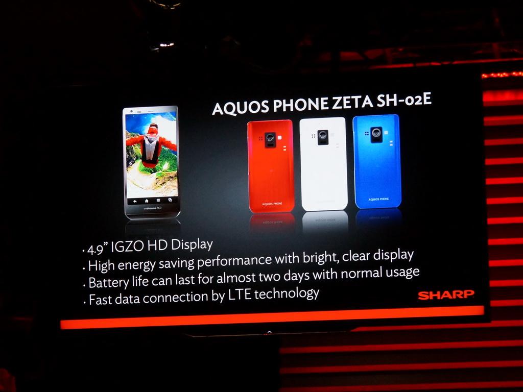 シャープはプレスカンファレンスで、4Kテレビの新製品だけでなく、日本で販売するIGZOによる液晶を搭載したAQUOS PHONE ZETA、AQUOS PHONE Xxを紹介。同社ブースでも展示