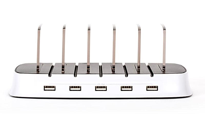 各USBポートからは2100mAhの電流が供給されるという。つまりiPad×5台を同時に充電できちゃうというパワフルな充電台なのである。