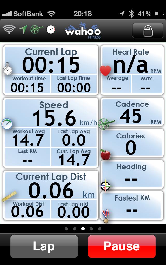公式アプリ、Wahoo Fitnessの画面。別売りの心拍計が付いていないので一部はn/a表示になっている。写真では室内で回していてGPS情報を取得できていないので、方角も出ていない