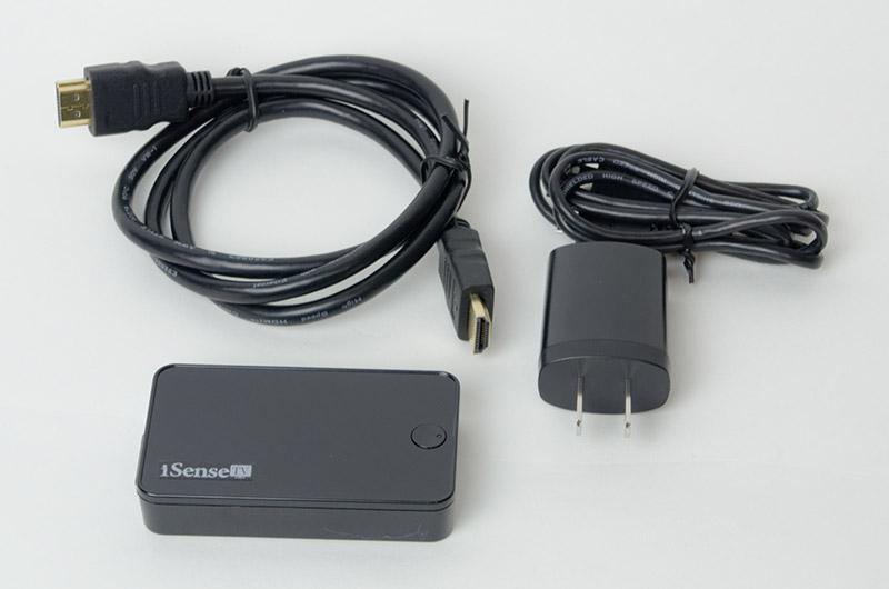 パッケージ内容は本体、HDMIケーブル、充電用のUSBケーブルとACアダプタ