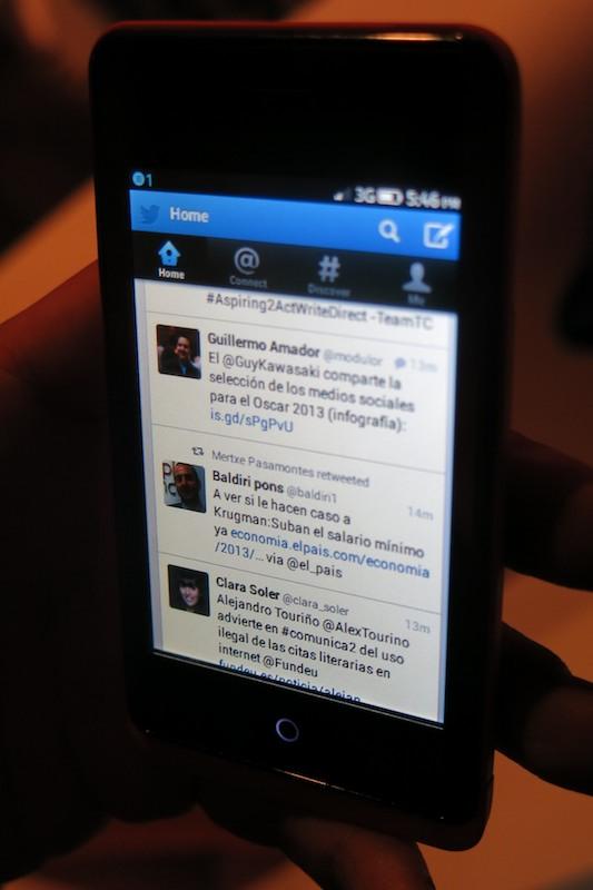 Twitterアプリ。UIはAndroidやiOSの公式Twitterアプリと同じ