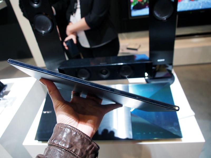 グローバル版のXperia Tablet Zが発表された。国内向けの機能を除けば、仕様はドコモ版に近い。Wi-Fi版も発売される