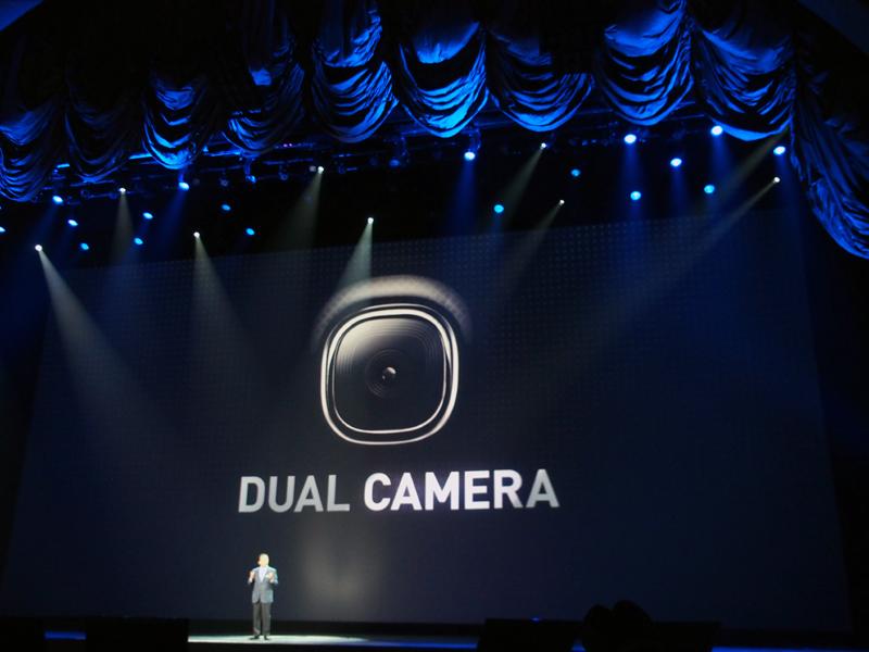 インとアウト、両方のカメラで同時に撮影を行う「Dual Cmaera」