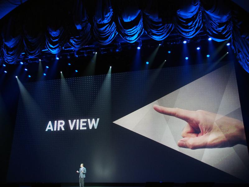 「GALAXY Note II」で採用された「Air View」を、指で行えるようになった
