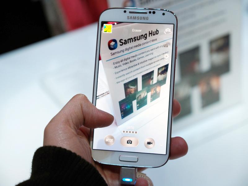 カメラ起動時の画面には「MODE」というボタンが加わり、新機能数々もここから呼び出せる