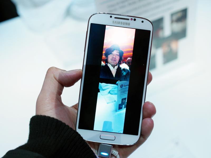 イン、アウト2つのカメラを同時に使用する「Dual Camera」。フレームを変更することも可能だ
