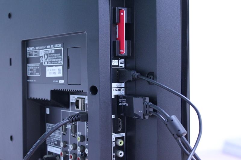 テレビ側はHDMI端子とUSB端子を利用