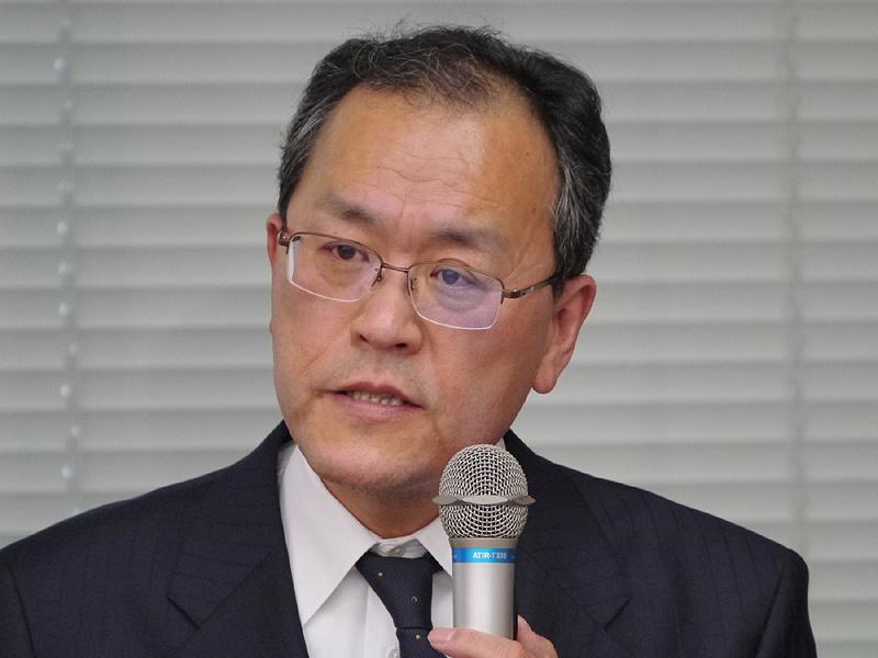 冒頭、通信障害に関して謝罪するKDDIの代表取締役社長の田中孝司氏