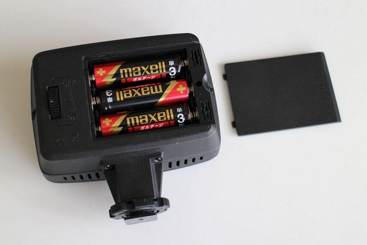 ごく普通の単3アルカリ電池3本で2時間半連続点灯できる
