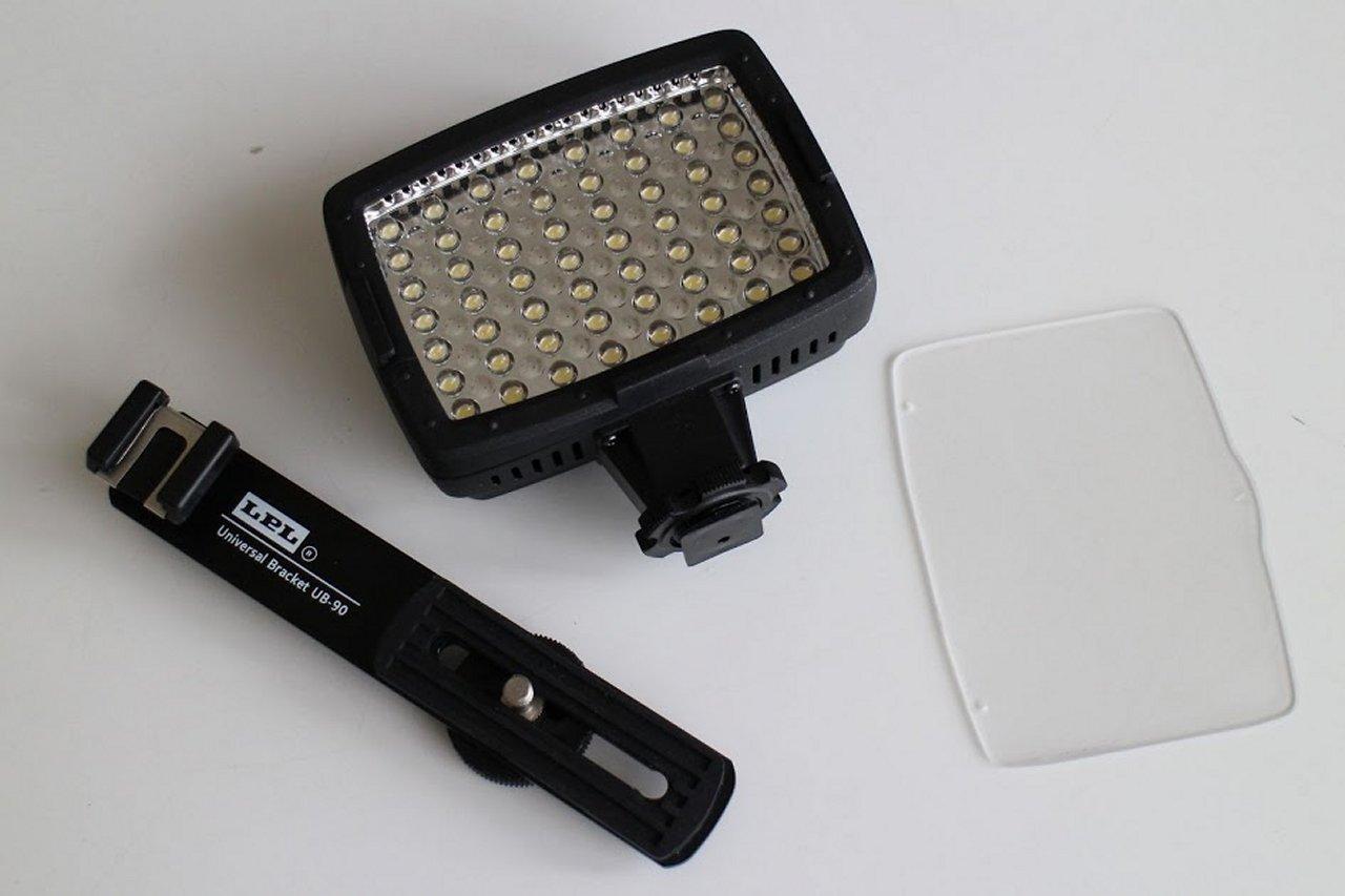 筆者の使っている組み合わせは、白色LED56灯とあたりさわりのないフィルター、そしてブラケット