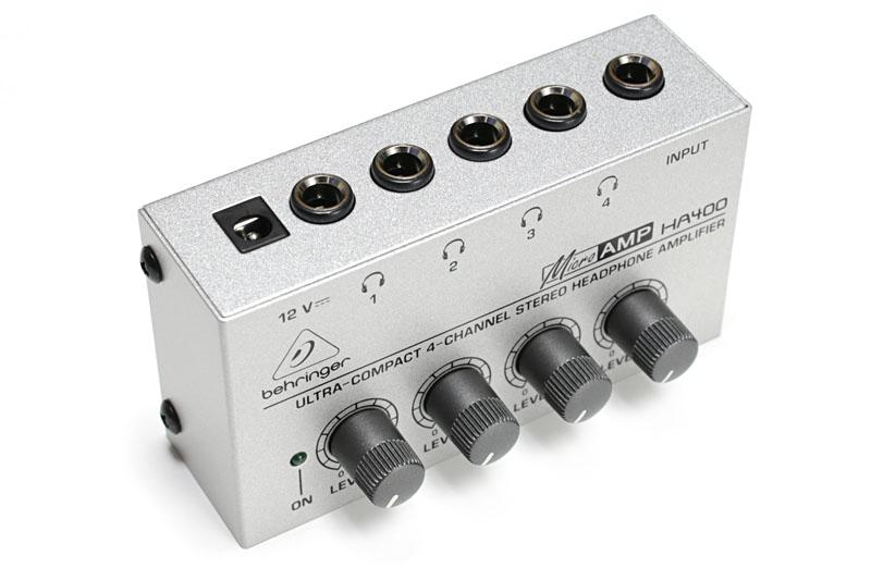 BEHRINGERのヘッドフォンアンプ「HA400」。同じステレオ音声を4人が同時にヘッドホンで聴けるようにするという製品ですな。