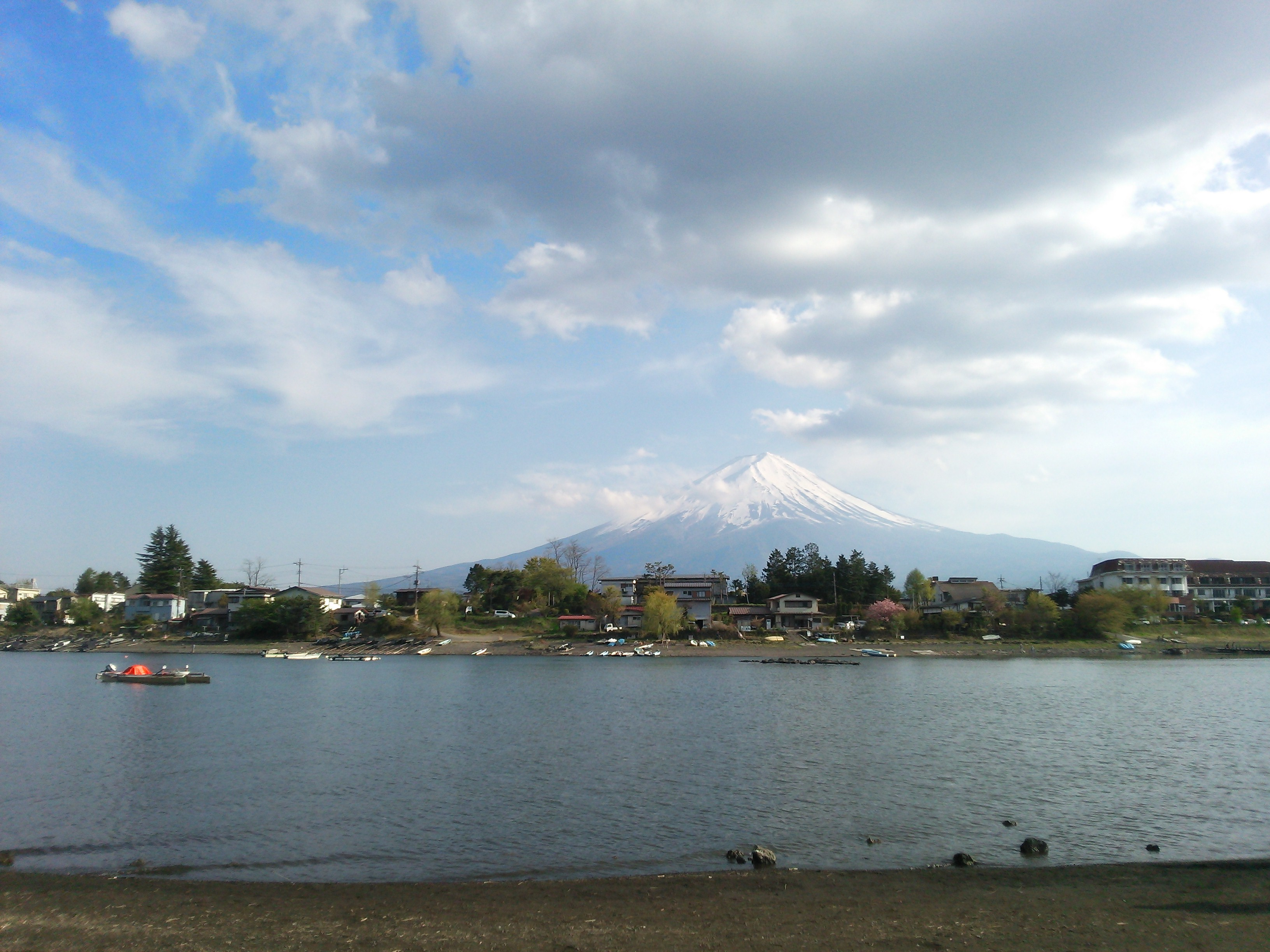 AQUOS PADで撮影した六角堂周辺から見える富士山