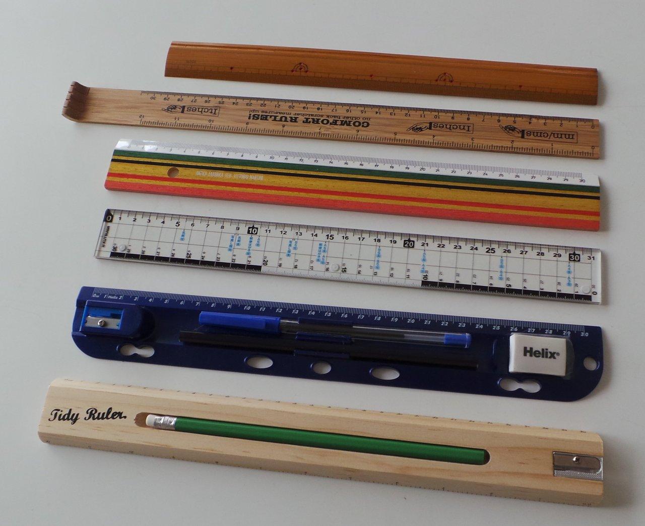 定規も文具の中では伝統的で定番の道具だが、やはり筆記具との組み合わせ利用が普通だ
