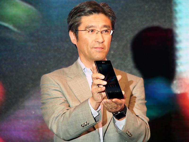 「Xperia Z Ultra」を披露した、ソニーモバイルの鈴木国正社長