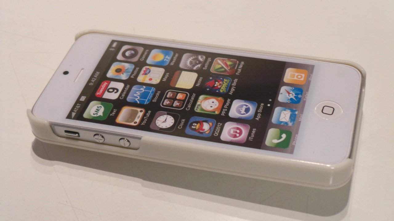 ダミーのiPhone 5にハメてみたが、カチッと入って気持ちが良いのだが、ダミーのiPhone 5を取り出すのもきわめて大変だった