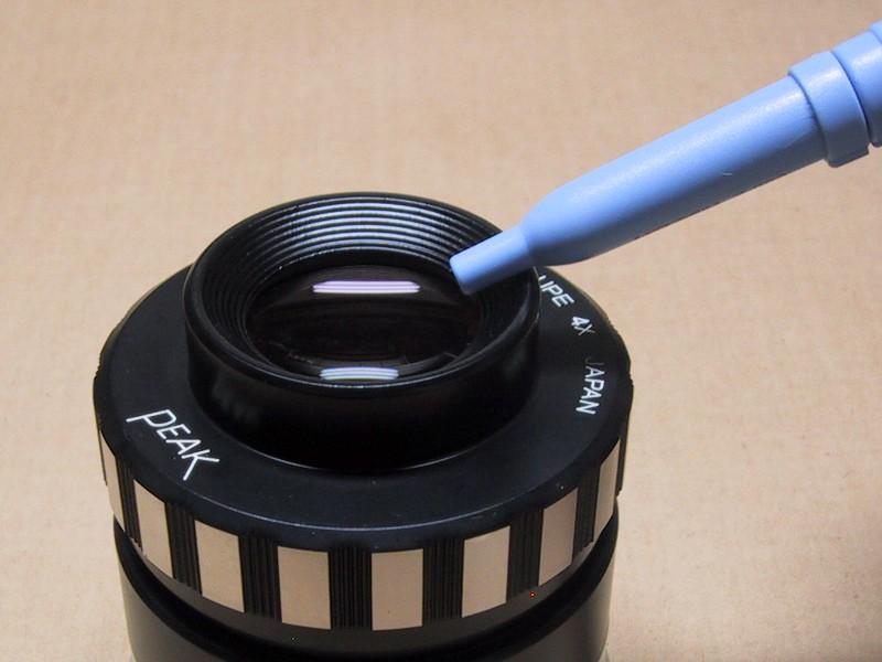 ノズルは硬質なプラスチック製。レンズなどに近づける場合は注意が必要かもしれない