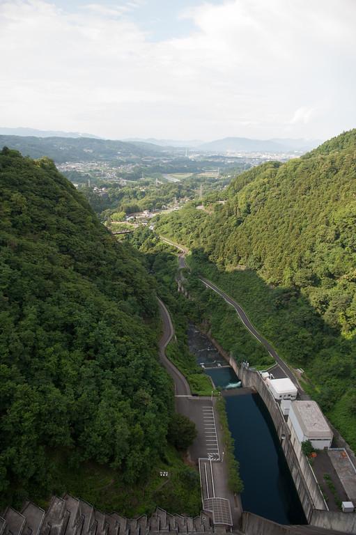 浦山ダムの上部から秩父方面を望む