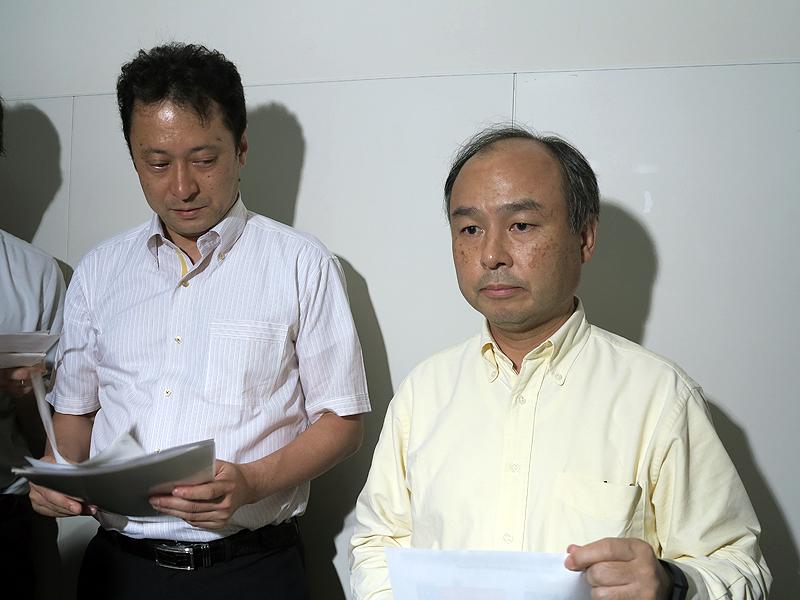 ソフトバンク/WCPの孫氏(右)と宮川氏(左)