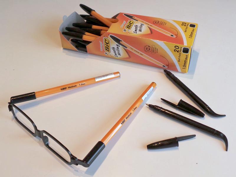 自宅にいっぱいストックしているBICボールペンなら軸の太さのサイズはピッタリだった。軸がブラックカラーのモデルを手配したくなった。
