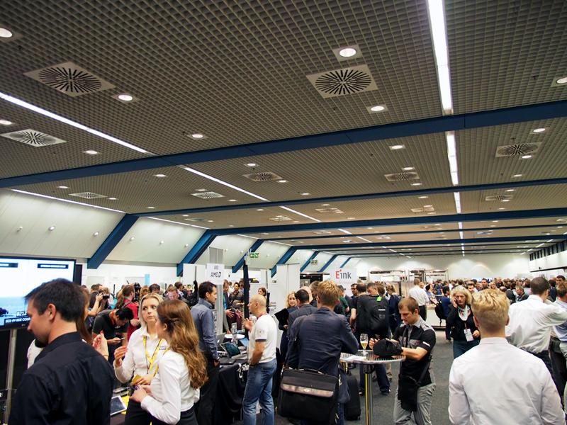 「Show Stoppers」の会場。IFAに合わせて行われる小規模なオフィシャルイベントで、会場ではビュッフェを楽しみながらメーカーの話を気軽に聞くことができる